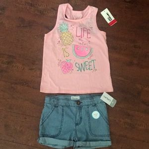 Kids outfit set short and top.